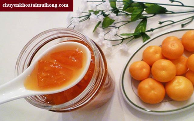 Sử dụng mật ong và quất chữa bệnh viêm họng