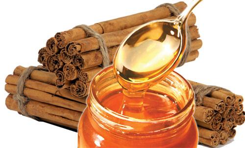 Chữa viêm họng mãn tính bằng mật ong và bột quế