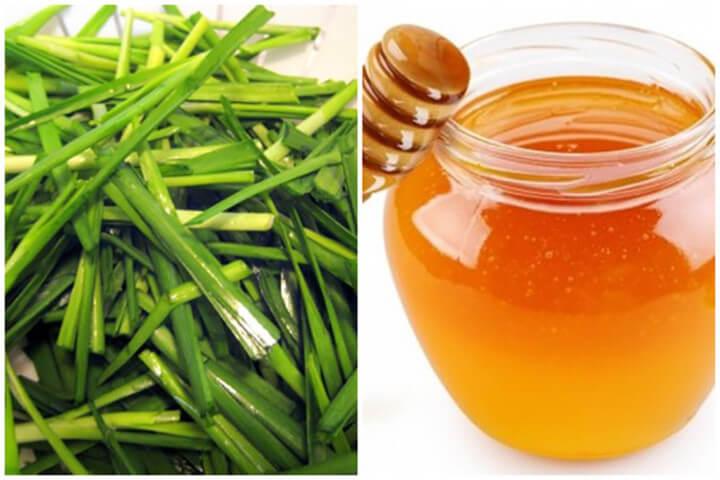 Lá hẹ và mật ong chữa trị bệnh ho nhanh chóng