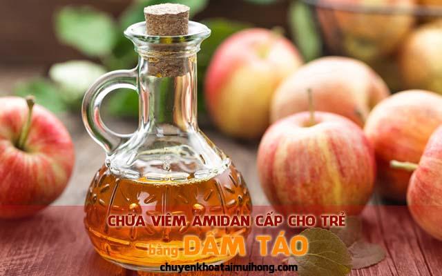 Chữa viêm amidan cho trẻ bằng dấm táo