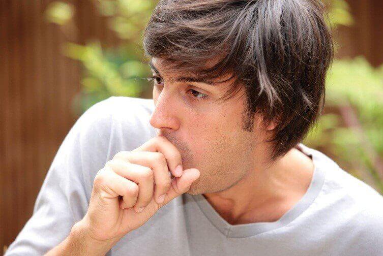 Ho thường xuyên là triệu chứng bệnh viêm phế quản cấp tính