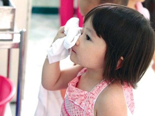 Xì mũi bị đau tai là bệnh gì