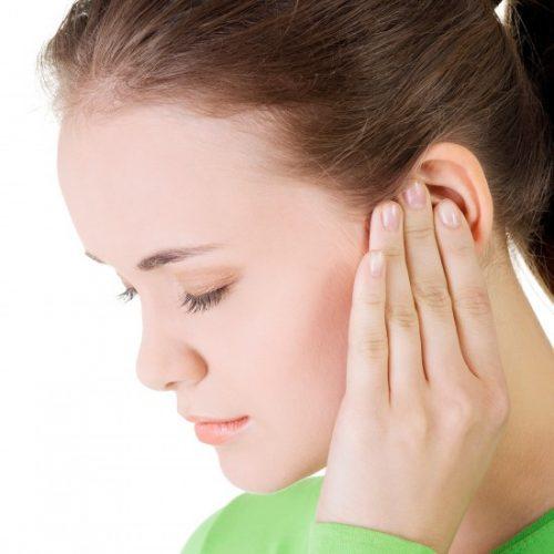 Viêm họng gây đau tai do virut từ họng tấn công lên tai