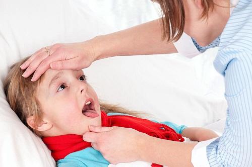 Trẻ em viêm họng uống thuốc gì?