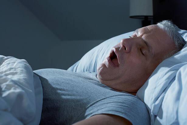 Viêm họng và khó thở khi về đêm phải làm sao?