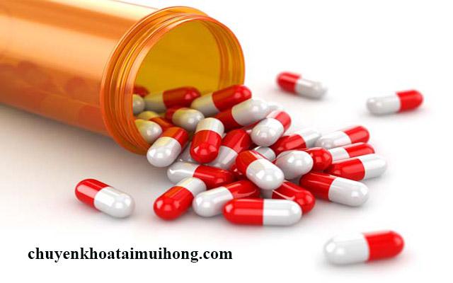 Chữa bệnh đau họng khi nuốt bằng thuốc kháng sinh