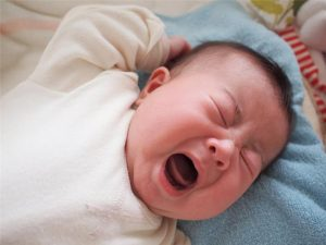 Dấu hiệu nhận biết viêm họng ở trẻ sơ sinh