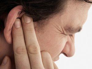 Nuốt nước bọt nghe tiếng kêu lụp bụp trong tai là thế nào ?