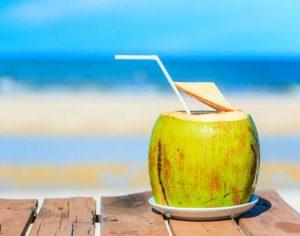 Hỏi: viêm họng uống nước dừa được không ?