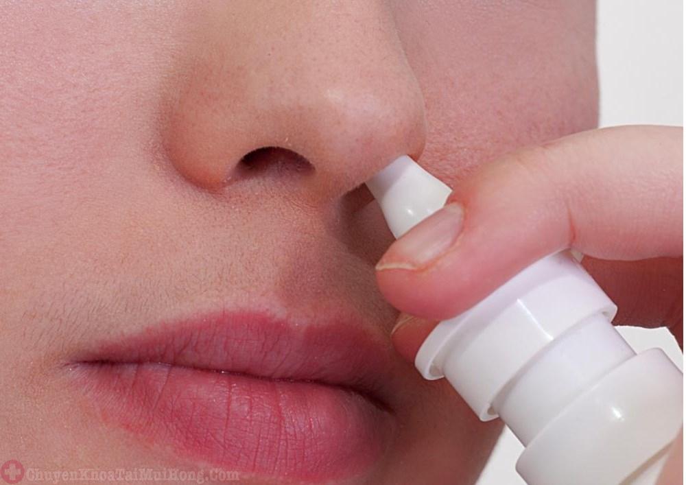 sử dụng thuốc xịt mũi cho bà bầu