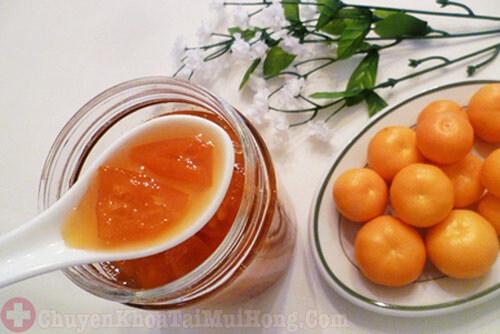 Cách trị ho ngứa cổ bằng mật ong và quất