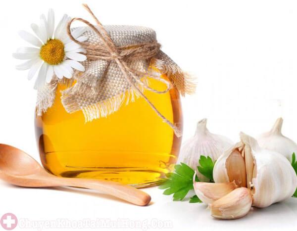 Chữa ho có đờm bằng mật ong và tỏi