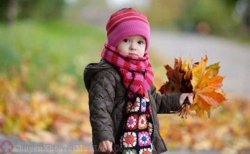 Thời tiết lạnh đột ngột gây ho ở trẻ em