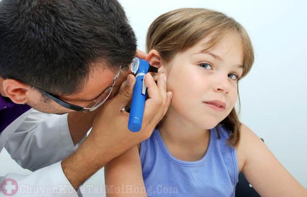 viêm tai giữa có tự khỏi được không