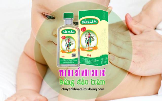 Thoa dầu tràm cho bé trị ho sổ mũi
