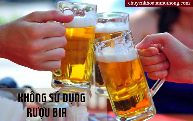 Khan tiếng không nên sử dụng rượu bia.