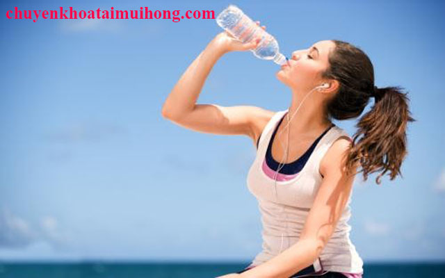 Uống nước giúp phòng bệnh ho kéo dài