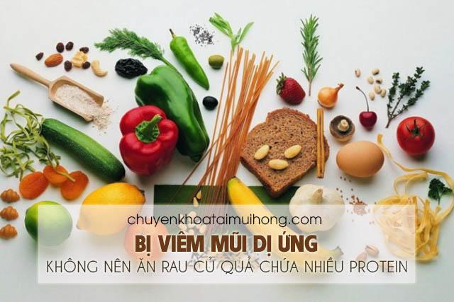 Bị viêm mũi dị ứng không nên ăn trái cây và rau củ quả chứa nhiều thành phần protein