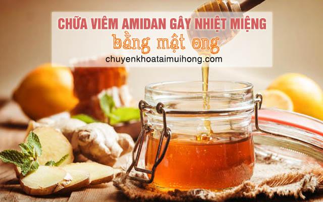 Chữa viêm amidan gây nhiệt miệng bằng mật ong