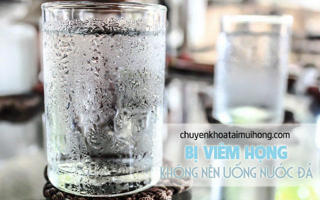 Bệnh nhân bị viêm họng không nên uống nước đá