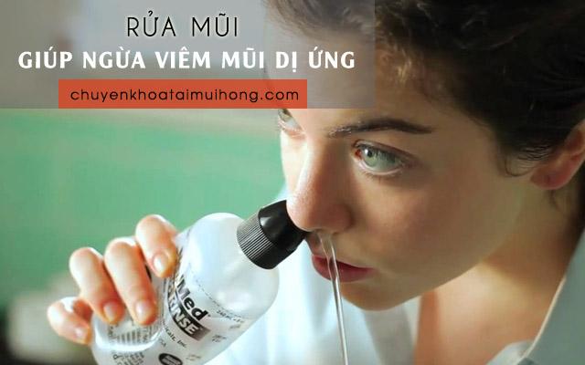Rửa mũi bằng nước muối sinh lý giúp phòng ngừa bệnh viêm mũi dị ứng