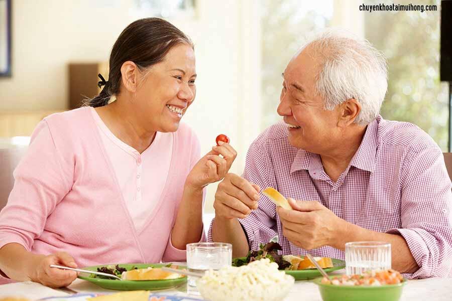 Người lớn có nên cắt amidan không?