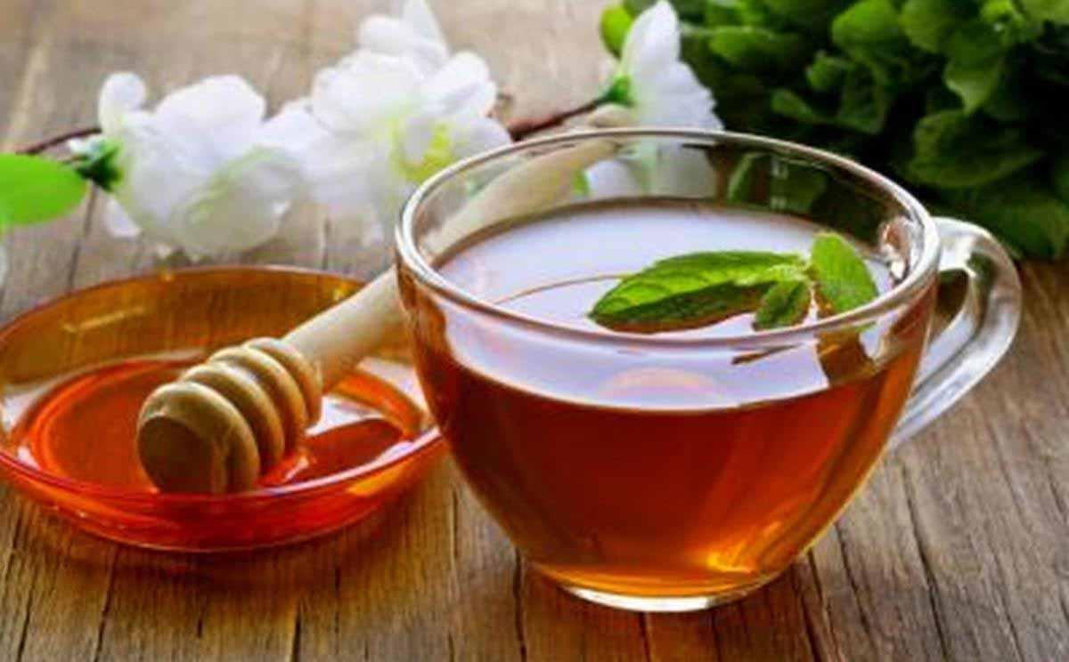 chữa viêm họng bằng mật ong pha nước ấm