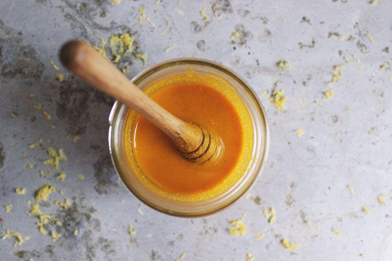 nghệ và mật ong chữa viêm họng