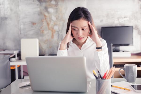 Nếu thường xuyên đau đầu, các bạn nên đi bệnh viện kiểm tra